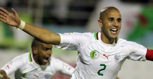 19nov2013---madjid-bougherra-comemora-apos-marcar-o-gol-da-vitoria-por-1-a-0-da-argelia-sobre-burkina-fasso-resultado-classificou-os-argelinos-para-a-copa-2014-1384953308474_956x500