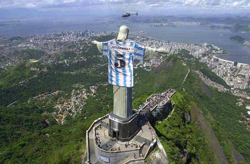Imágenes del Cristo Redentor con la Camiseta de Colombia